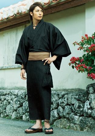 O belo ator Tamaki Hiroshi, muito sexy e elegante em seu Yukata